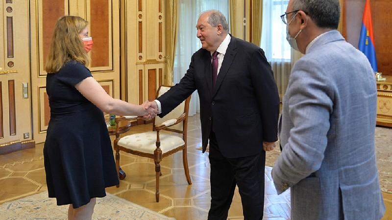 Կարևորում ենք թե՛ Եվրամիության, թե՛ Ֆրանսիայի հետ համագործակցության խորացումը. նախագահ Արմեն Սարգսյանը հյուրընկալել է Եվրոպական խորհրդարանի պատգամավոր Նատալի Լուազոյին