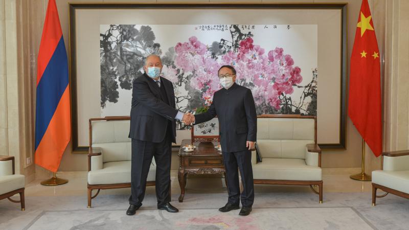 Հայաստանը բարձր է գնահատում Չինաստանի հետ հարաբերությունները. նախագահ Սարգսյանն այցելել է Հայաստանում Չինաստանի դեսպանություն (տեսանյութ)