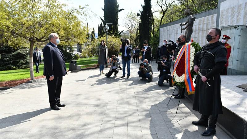 Արմեն Սարգսյանն այցելել է Թբիլիսիի «Հերոսների հրապարակ»․ լուսանկարներ (տեսանյութ)