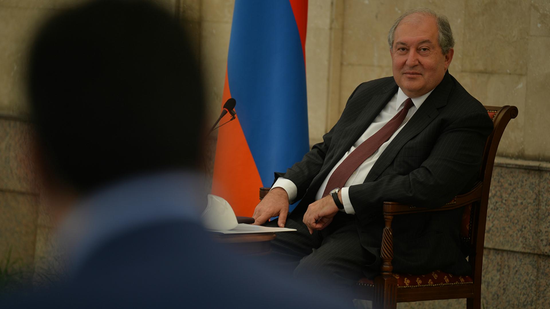 Հայաստանի նախագահն ու կառավարությունը մեծապես գնահատում են այն, ինչ դուք հիմա անում եք. Արմեն Սարգսյանը հյուրընկալել է ֆրանսիացի բուժաշխատողների երկրորդ խմբին