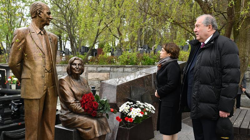Արմեն Սարգսյանը Մոսկվայում հարգանքի տուրք է մատուցել լեգենդար հետախույզներ Գևորգ և Գոհար Վարդանյանների հիշատակին