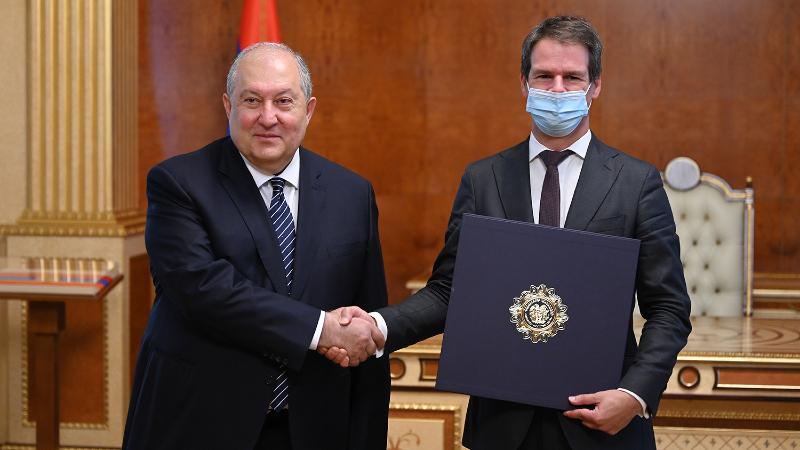 Շնորհակալ եմ երկու ժողովուրդների բարեկամության գործում Ձեր ներդրման համար. նախագահ Սարգսյանը հրաժեշտի հանդիպում է ունեցել Ֆրանսիայի դեսպանի հետ