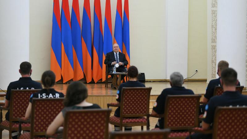 Ուզում եմ ձեզ հետ տանեք այն սերն ու գնահատանքը, որ կտեսնեք Հայաստանում. նախագահը հյուրընկալել է գերմանացի բուժաշխատողների թիմին