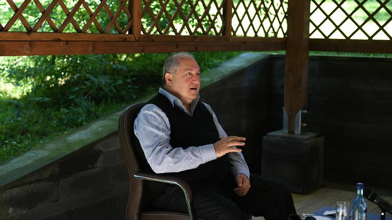 Հանրապետության նախագահը խորհրդակցություն է անցկացրել նախագահական նախաձեռնությունների և ծրագրերի ընթացքի վերաբերյալ