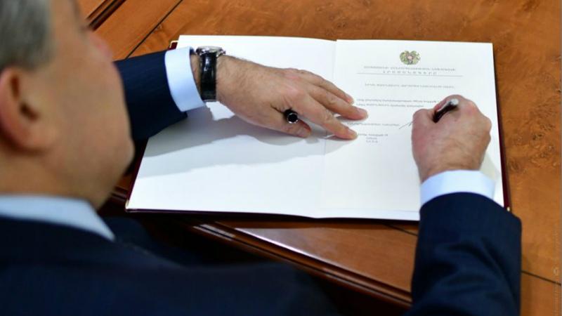 Արմեն Սարգսյանը ստորագրել է «Զինվորական ծառայության և զինծառայողի կարգավիճակի մասին» օրենքում լրացումներ կատարելու մասին օրենքը