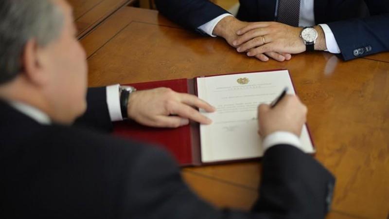 Արմեն Սարգսյանը նոր դեսպաններ նշանակելու մասին հրամանագրեր է ստորագրել