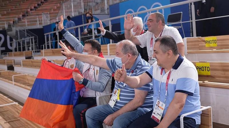Նախագահ Արմեն Սարգսյանը Տոկիոյի օլիմպիական մարզադաշտում հետևել է մարմնամարզիկ Արթուր Դավթյանի մրցելույթին