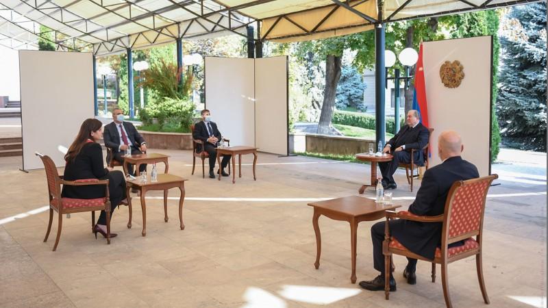 Արմեն Սարգսյանն ընդունել է Փարիզի փոխքաղաքապետ Անուշ Թորանյանին (տեսանյութ)