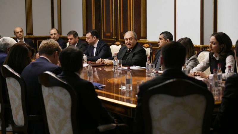 Հայաստանն ունի կայուն և զարգացած բանկային համակարգ․ Արմեն Սարգսյանը հանդիպում է ունեցել մի խումբ առևտրային բանկերի ղեկավարների և ներկայացուցիչների հետ