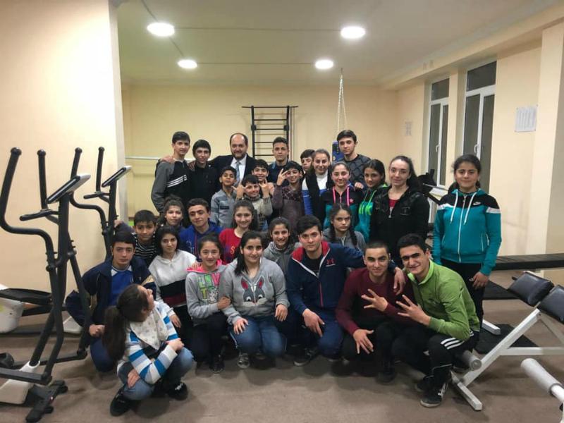 Արայիկ Հարությունյանն այցելել է լսողական խնդիրներ ունեցողների հատուկ դպրոց