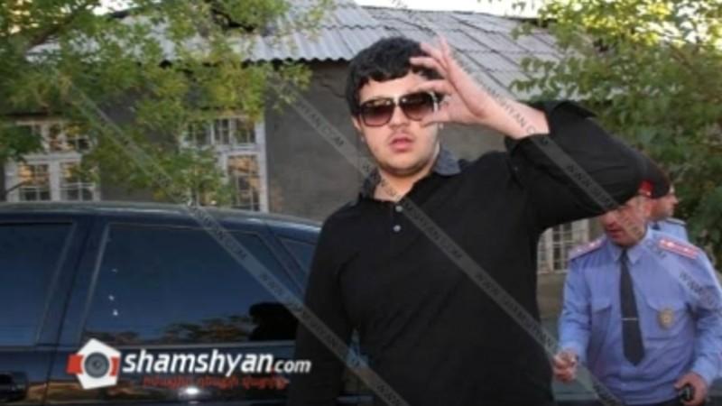 Ճվճվ Արոյի որդին Mercedes-ով հարվածել է օպերլիազորի BMW-ին, ապա մեքենան վարել ոստիկանների վրա. Shamshyan.com