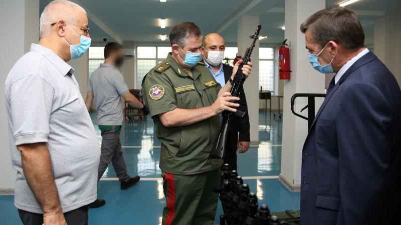 Ռազամարդյունաբերության կոմիտեի նախագահ Արտակ Դավթյանն այցելել է «Կալաշնիկով» ինքնաձիգի արտադրամաս