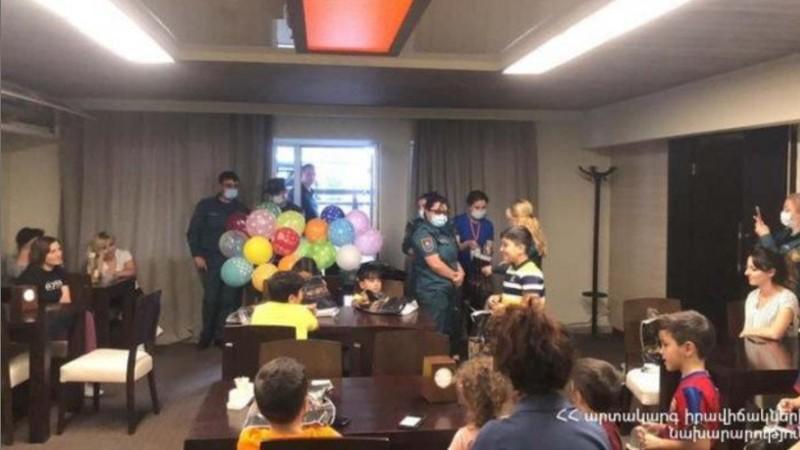 ԱԻՆ ՓԾ հոգեբաններն այցելում են Արցախից Հայաստան եկած ընտանիքներին և աջակցություն ցուցաբերում (տեսանյութ)