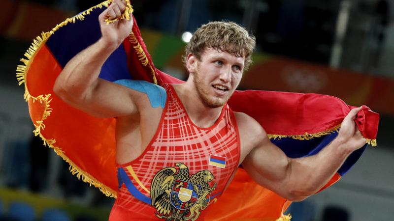 Պետք է Ռուսաստանից լինել հաղթելու համար. Արթուր Ալեքսանյանը հրաժարվել է պարգևատրման արարողության ժամանակ արծաթե մեդալը կախել վզից