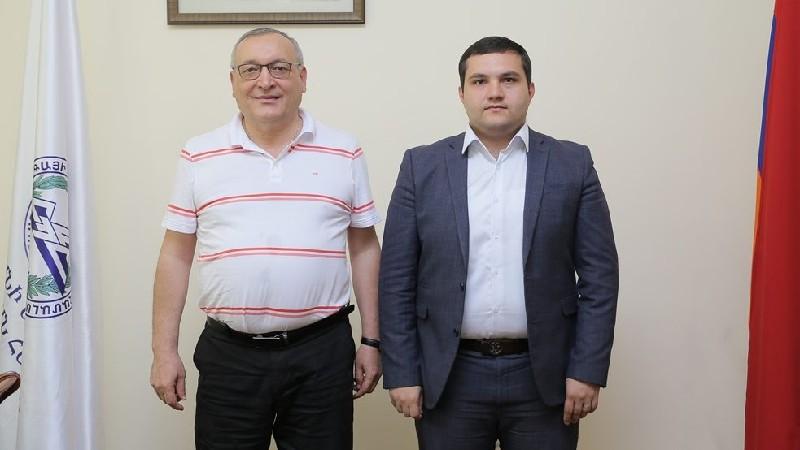 ՀԱՊՀ ռեկտոր Գոռ Վարդանյանը հանդիպել է Արցախի ԱԺ նախագահ Արթուր Թովմասյանին