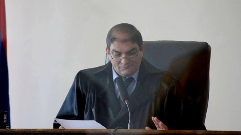 Աբրահամ Մանուկյանի կալանքի քննության հարցով դատավոր Արտուշ Գաբրիելյանն ինքնաբացարկ հայտնեց