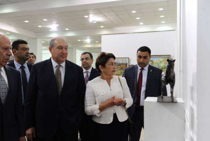 Նախագահը նկարիչների միությունում ներկա է գտնվել Հայաստանի առաջին Հանրապետության 100-ամյակին նվիրված ցուցահանդեսին