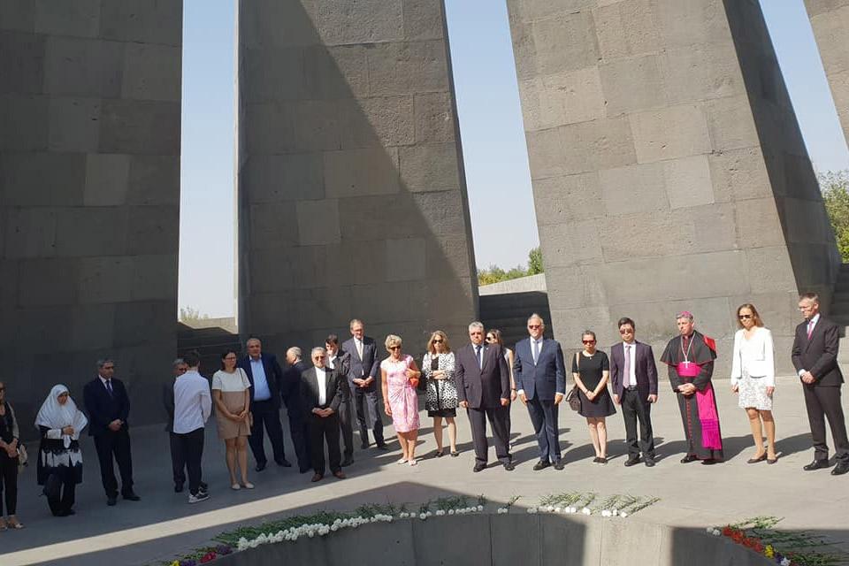 Հայաստան ժամանած դեսպաններն այցելել են Հայոց ցեղասպանության հուշահամալիր