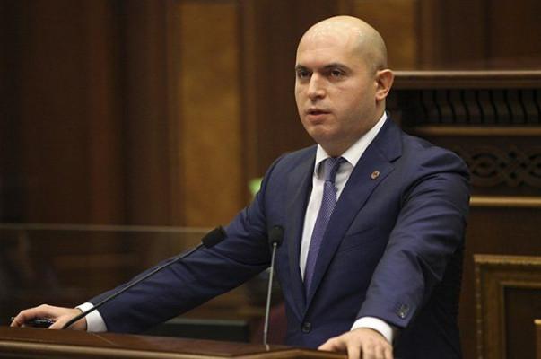 Արմեն Աշոտյանին ծաղրում է ոչ միայն հայ հասարակությունը, այլ անգամ ՀՀԿ վերնախավը․«Ժամանակ»