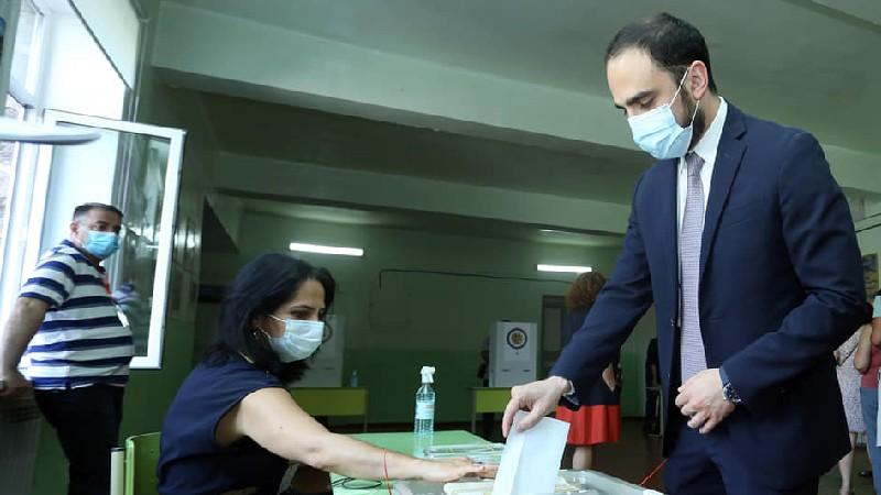 Քվեարկեցի հանուն Հայաստանի ժողովրդավարական, ազատ և ինքնիշխան ապագայի. Տիգրան Ավինյան