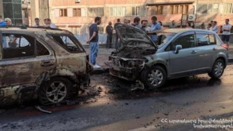Սարյան փողոցում այրվել է երկու ավտոմեքենա. ԱԻՆ-ը մանրամասներ է հայտնում