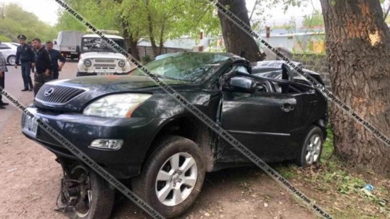 Սևան-Մարտունի-Գետափ ճանապարհին Lexus-ը դուրս է եկել երթևեկելի գոտուց և բախվել ծառերին. կա վիրավոր