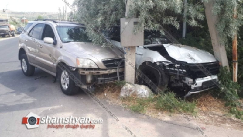 Ջրվեջ-Ձորաղբյուր ճանապարհին բախվել են Volkswagen Touareg-ն ու KIA Sorento-ն. վարորդները տեղափոխվել են հիվանդանոց
