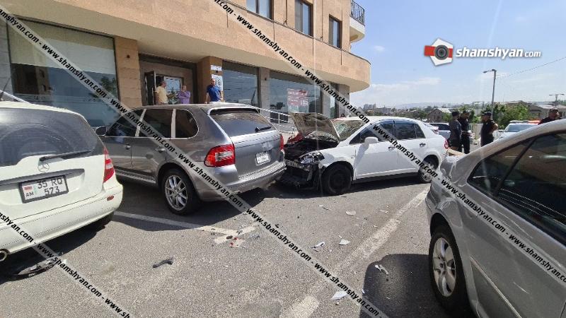 Երևանում բախվել են Porsche Cayenne-ը, Nissan Tiida-ն, Volkswagen-ը. կա վիրավոր