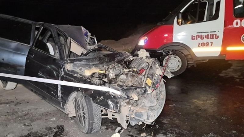 Պռոշյան գյուղում մեքենան բախվել է կայանած «KamAZ» մակնիշի ավտոմեքենային․ կա արգելափակված քաղաքացի