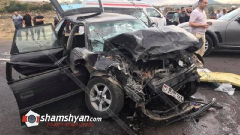 Գեղարքունիքի մարզում ճակատ-ճակատի բախվել են Opel-ն ու Renault-ն. կա 2 զոհ, 4 վիրավոր