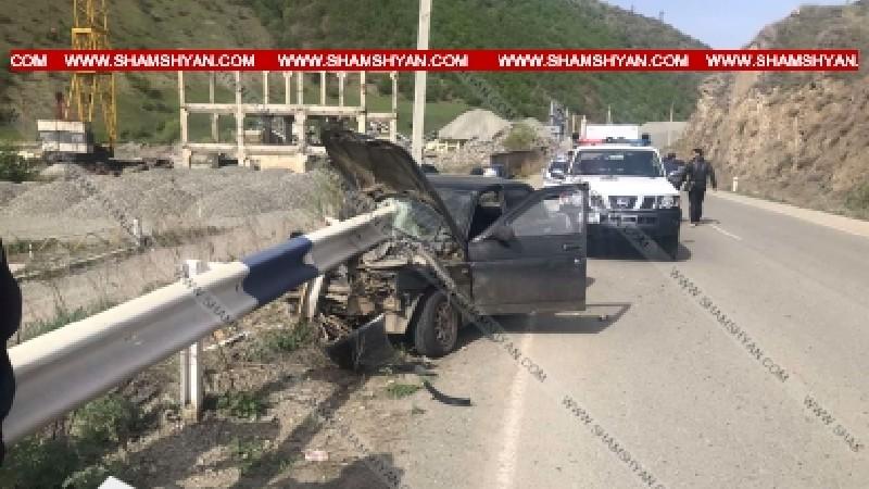 Խոշոր ավտովթար Լոռու մարզում. 41-ամյա վարորդը ավտոմեքենայով մխրճվել է երկաթե արգելապատնեշի մեջ. կա վիրավոր