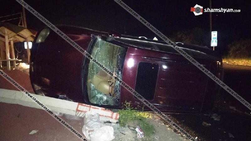 Ավտովթար՝ Կոտայքի մարզում. Mercedes-ի վարորդը խմած վիճակում բախվել է կայանված Porsche Cayenne-ին. վերջինս կողաշրջվել ու տապալել է բետոնե էլեկտրասյունը. կան վիրավորներ