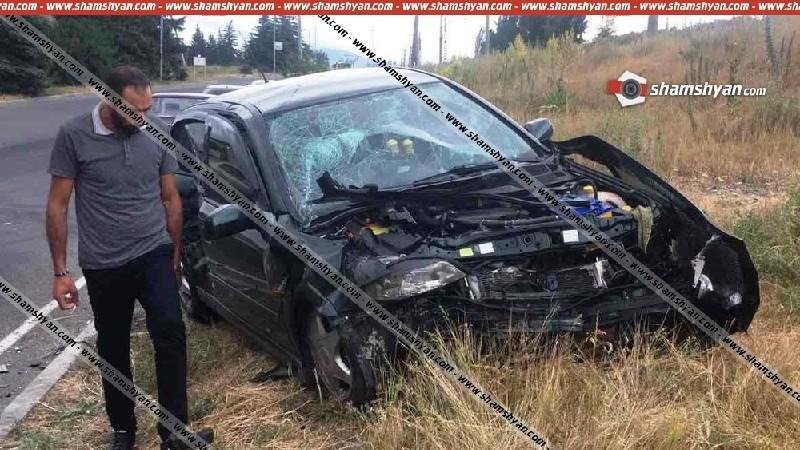 Խոշոր ավտովթար Կոտայքի մարզում «Ծովինար» լճի մոտ բախվել են Mercedes-ն ու Opel-ը. կա 5 վիրավոր