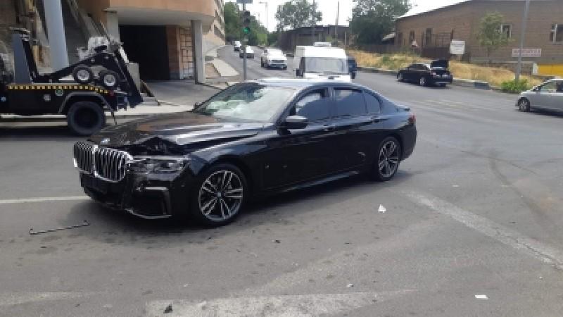 Ավտովթար Երևանում. բախվել են Ford-ն ու BMW-ն. կա վիրավոր