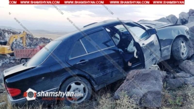 Ավտովթար Արագածոտնի մարզում. 34–ամյա վարորդը Mercedes-ով նոր կառուցվող ճանապարհին բախվել է քարերին. կան վիրավորներ