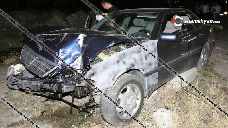 Կոտայքի մարզում Mercedes-ը բախվել է բետոնե էլեկտրասյանը, տապալել այն ու պոկել բարձրավոլտ էլեկտրալարերը