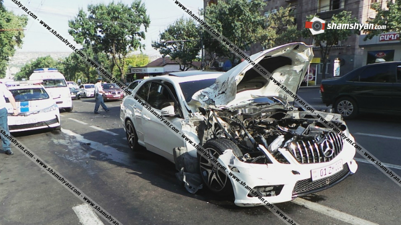 Խոշոր ավտովթար ՀՀ նախագահի նստավայրի դիմաց. կան վիրավորներ