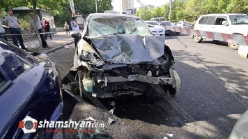 Երևանում Nissan-ը բախվել է տրոլեյբուսին, վրաերթի ենթարկել հետիոտների, ապա բախվել ՃՈ Toyota-ին ու Opel-ի. կա 3 վիրավոր