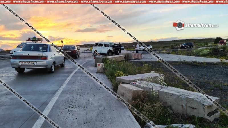 Արագածոտնի մարզում Nissan Elgrand-ը բախվել է բետոնե արգելապատնեշներին և մի քանի պտույտ շրջվել․ կան տուժածներ