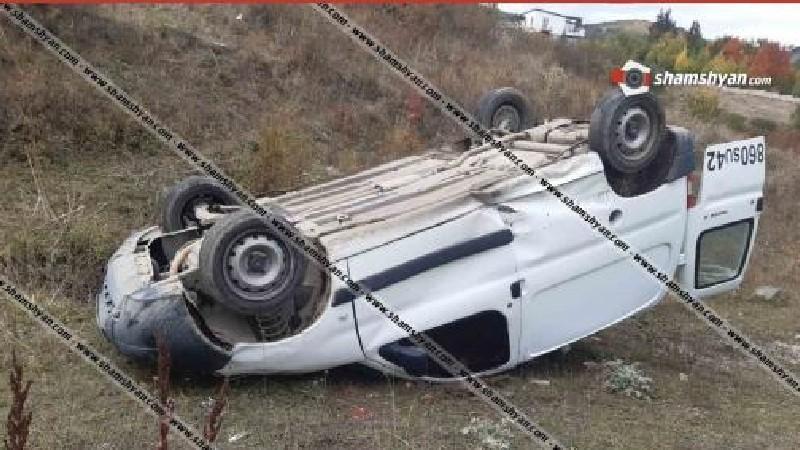 Ծաղկաձորում ՍՊԸ-ի 21-ամյա տնօրենը Peugeot-ով գլխիվայր հայտնվել է երթևեկելի գոտուց դուրս
