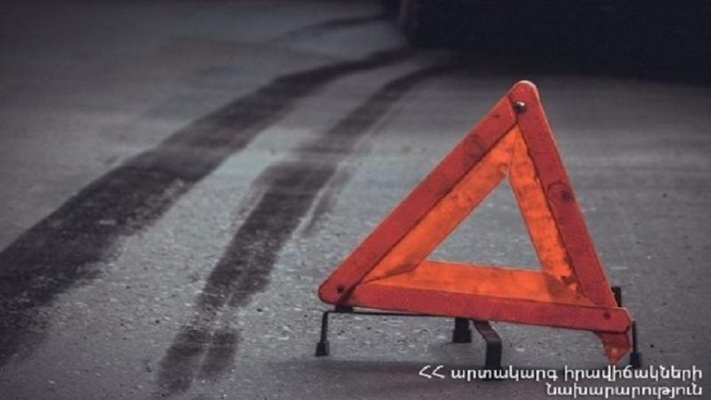 Երևան-Երասխ ճանապարհին մեքենան դուրս է եկել երթևեկելի հատվածից և ընկել ճամփեզրով անցնող առվակը
