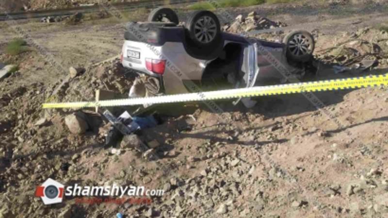 Խոշոր ավտովթար՝ Երևանում. Kia-ն տապալել է բետոնե և երկաթյա էլեկտրասյուներն ու գլխիվայր շրջվել. կա վիրավոր