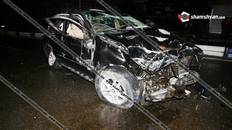 Իսակովի պողոտայում BMW X5-ը տապալել է բետոնե բաժանարար պատնեշը, բախվել գովազդային սյանը․ 4 վիրավորներից 2-ին հայտնաբերել են մեքենայից դուրս