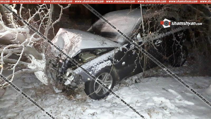 Կոտայքում բախվել են Mercedes եւ Opel մակնիշի մեքենաները. Mercedes-ը բախվել է նաեւ ծառին. կա վիրավոր