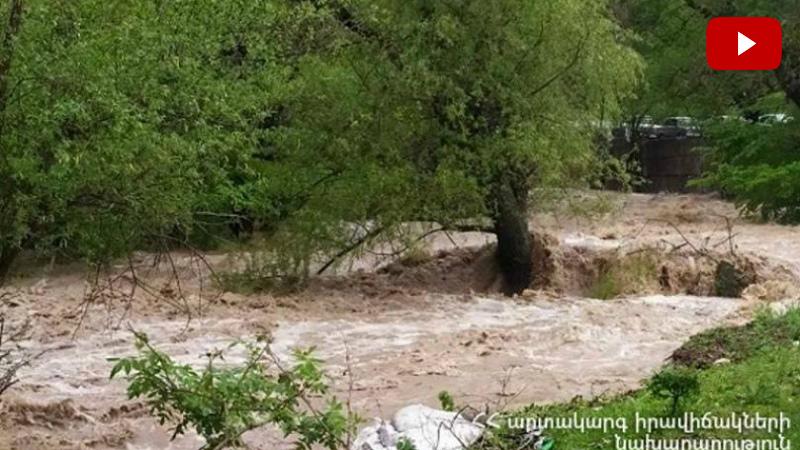 Փրկարարներին չի հաջողվել գտնել Աղստեւ գետն ընկած մեքենան. ջուրն այն քշել-տարել է (տեսանյութ)