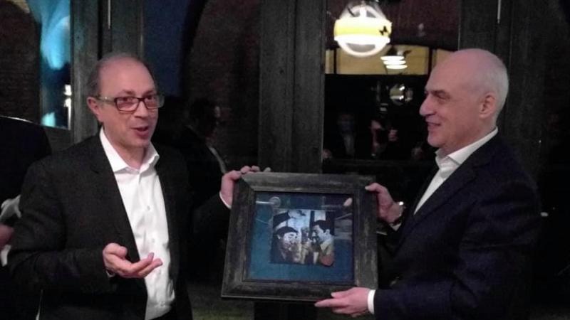 Արա Այվազյանը Վրաստանի ԱԳ նախարարին է փոխանցել «Միմինո» ֆիլմի սիրված դրվագներից մեկն արտացոլող նկար