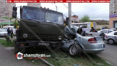 Երևանում 50-ամյա վարորդը Камаз-ով բախվել է 23-ամյա վարորդին պատկանող Dodge-ին. Dodge-ն էլ «փաթաթվել» է էլեկտրասյանը. ՖՈՏՈՌԵՊՈՐՏԱԺ