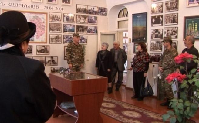 Լեւոն Մնացականյանն այցելել է անհայտ կորած ազատամարտիկների հարազատների միություն
