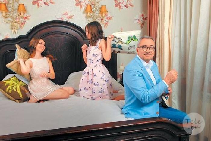 Կոնստանտին Մելաձեն դուստրերի հետ` գեղեցիկ ֆոտոշարքում