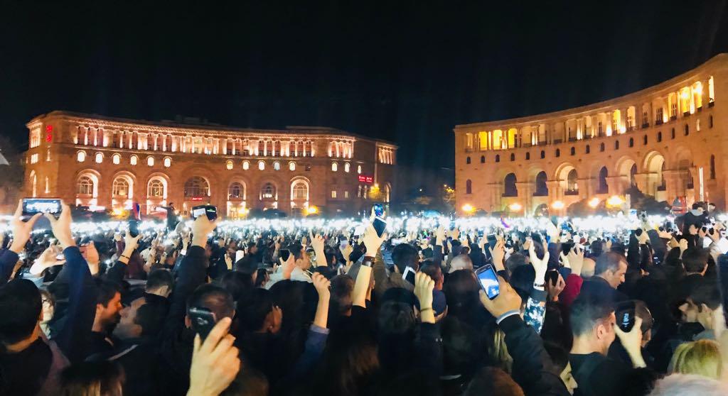 Հազարավոր մարդիկ Հանրապետության հրապարակում սպասում են Նիկոլ Փաշինյանին (ուղիղ)